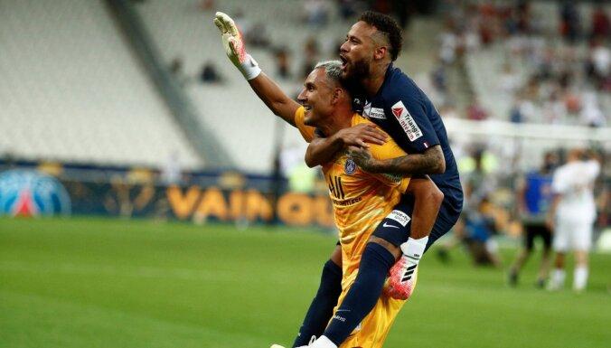 PSG Francijas līgas kausu izcīna ar 'pendeļu' palīdzību