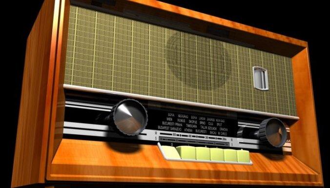 Deputāti: iecere atteikties no 'radio klausīšanas nodevas' vēl var mainīties par 99%