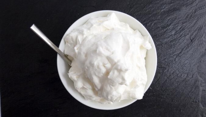 Skābais krējums vai turku jogurts – kurš labāks?