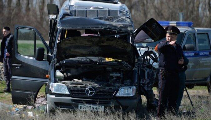Foto: Mikroautobusa un pasažieru elektrovilciena sadursmē Krimā pieci bojāgājušie