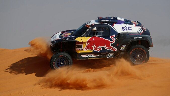 Sainss uzvar Dakaras rallijreida sestajā posmā; Petransels saglabā līderpozīciju