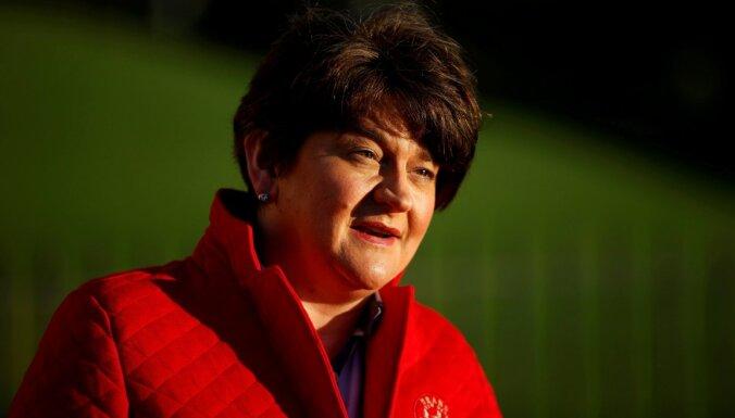 Ziemeļīrijas premjerministre atkāpjas no amata