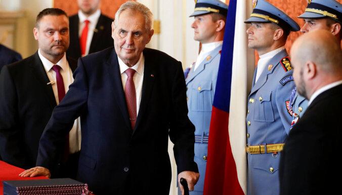 Президент Чехии из-за болезни будет передвигаться в инвалидном кресле