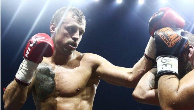 Бриедис победил Гевора, вышел в полуфинал WBSS и получил пояс WBC Diamond