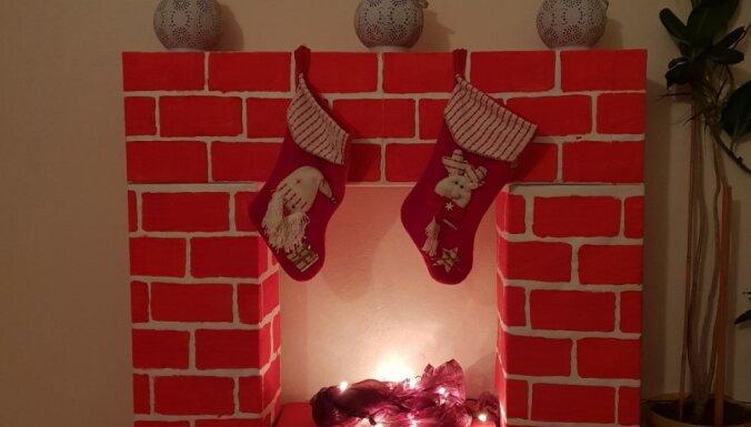 Foto: Kā no kastēm izveidot Ziemassvētku dekoru – kamīnu