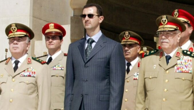 Ar Asadu ir jārunā, par saviem noziegumiem viņš atbildēs vēlāk, uzskata Makrons