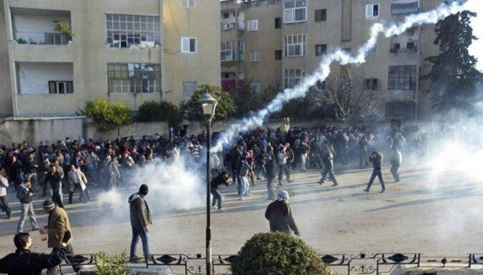 Apspiežot protestus Sīrijā, piektdien nogalināti 22 cilvēki