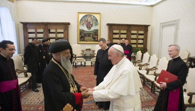 Pāvests: islāmistu vardarbība satuvina kristiešu baznīcas