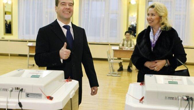 Medvedevs sola izvērtēt Krievijas vēlēšanu sistēmu