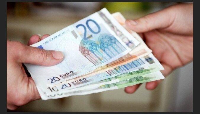 Постоянным жителям и беженцам будут платить пособия еще три месяца после трудоустройства