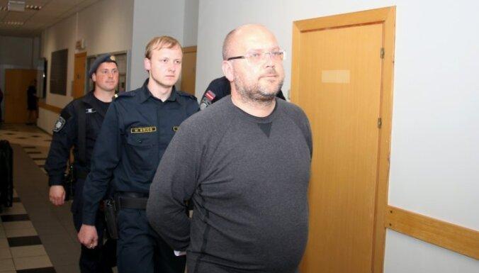 Maksātnespējas administratorus Sprūdu, Krūmu un Durevski patur apcietinājumā