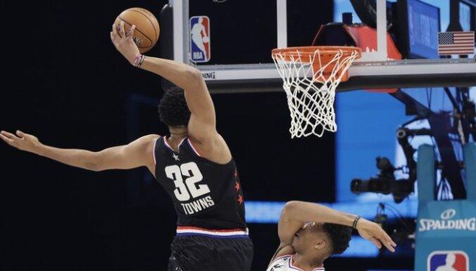 NBA Visu zvaigžņu spēlē uzvar Džeimsa komanda; Durantam tiek MVP balva