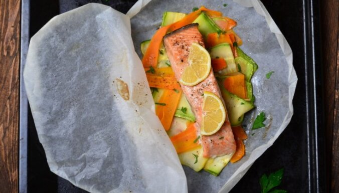 Figūrai draudzīgs veids, kā papīra aploksnē izcept īpaši sulīgu zivi vai vistas fileju