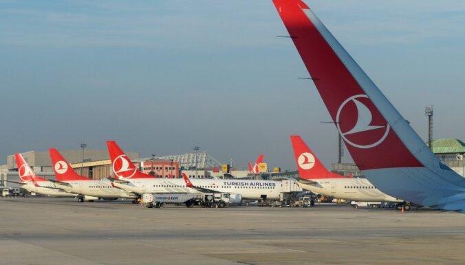 'Turkish Airlines' lidmašīnai spridzināšanas draudu dēļ nākas mainīt kursu