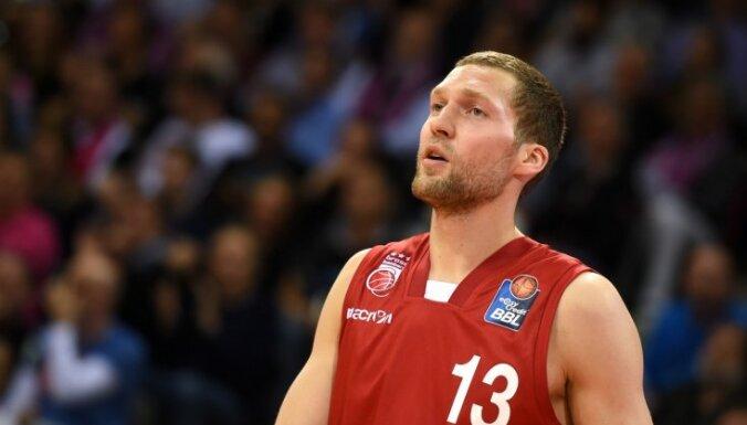 Strēlnieks iemet deviņus punktus uzvarētā Grieķijas čempionāta spēlē