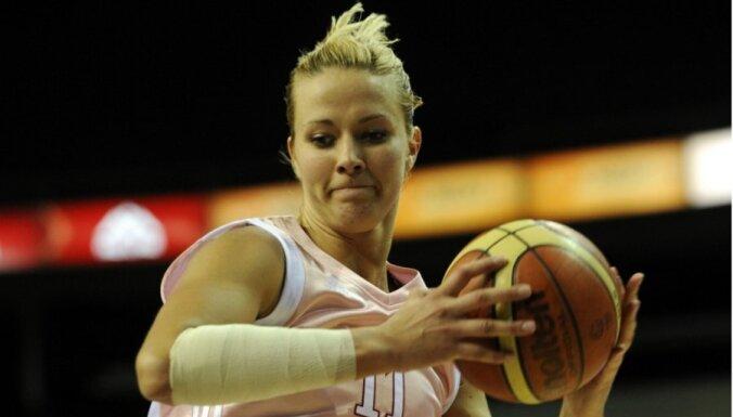 Putniņa spēlē bez atpūtas un gūst 25 punktus uzvarā pār FIBA Eirokausa komandu