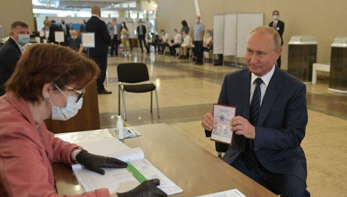 Путин проигнорировал рекомендации ЦИК и пришел голосовать без маски
