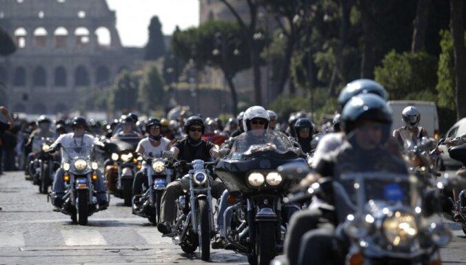 Pāvests Francisks Vatikānā svēta 'Harley Davidson' braucējus