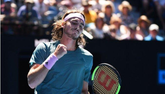 Grieķis Cicips turpina pārsteigt tenisa pasauli un kļūst par Nadala pretinieku 'Australian Open' pusfinālā