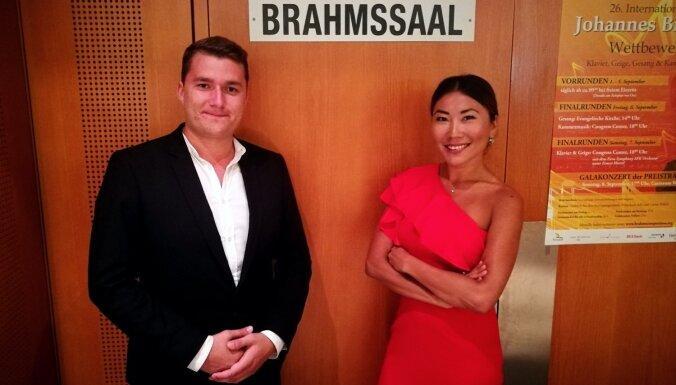 Klavieru duets no Latvijas guvis panākumus konkursā Austrijā