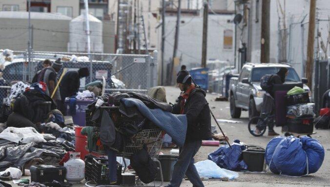 Когда негде изолироваться. Как большие города пытаются помочь бездомным