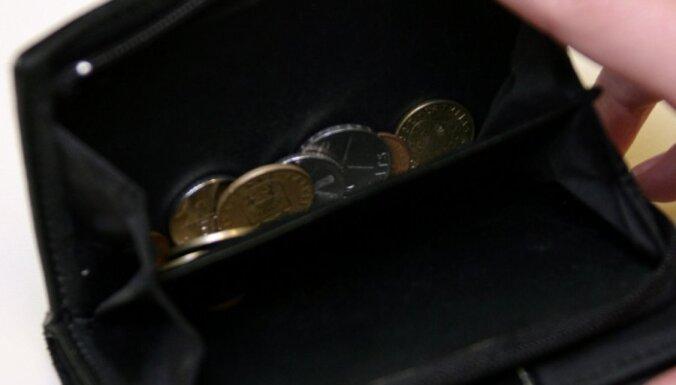 Домбровскис обещает повысить пенсии и зарплаты