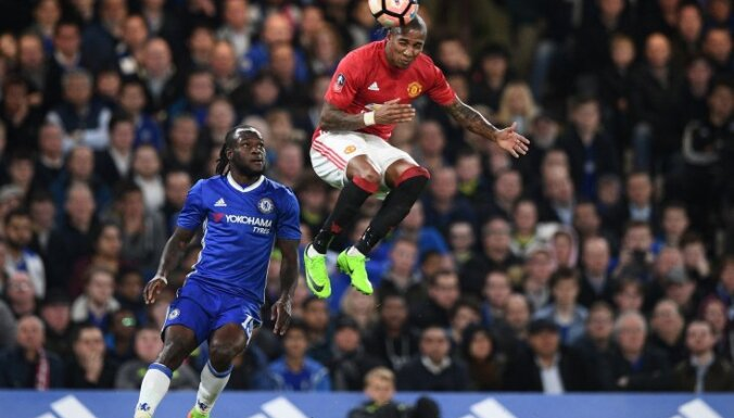 Manchester United Ashley Young vs Chelsea Victor Moses