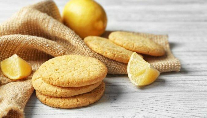 Vienkāršie cepumi ar rīvētu citrona miziņu