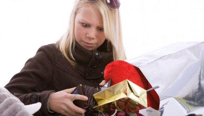 "Почти 40% латвийцев получают зарплату не более 450 евро ""на руки"""