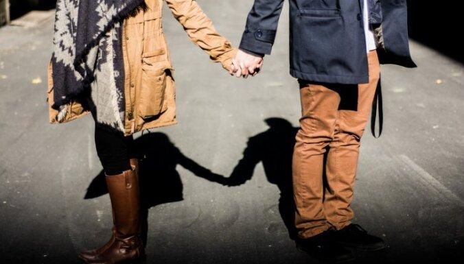 Kad darbi runā skaļāk nekā vārdi: 10 veidi, kā vīrietis ik dienu atzīstas mīlestībā