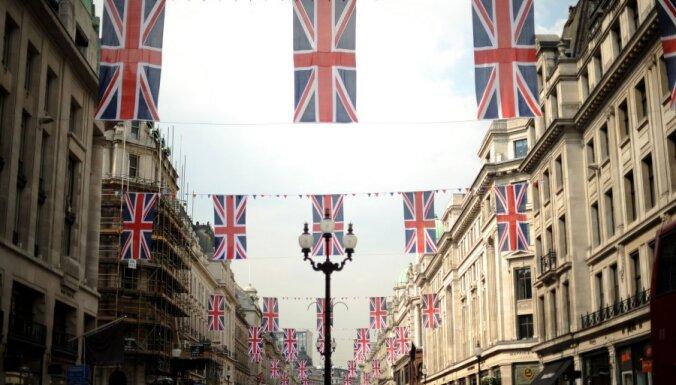 """Британия будет бороться с """"туризмом за пособиями"""""""