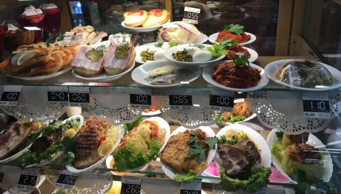 Rīgas kulta ēdieni: 13 latviešu iecienīti gardumi, ar ko pacienāt ārzemniekus