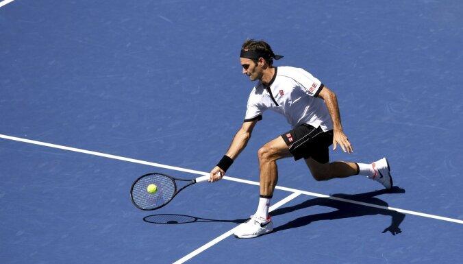 Federers ar pārliecinošu uzvaru iekļūst 'US Open' astotdaļfinālā