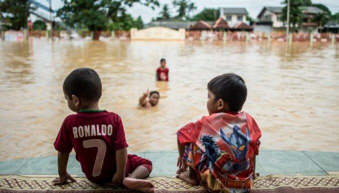 Foto: Malaizija plūdu varā; evakuēti 130 000 cilvēku