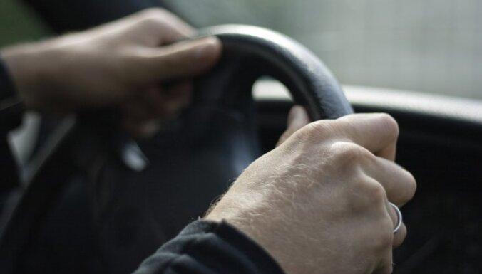 Украденную в Даугавпилсе машину вместе с угонщиками нашли в Резекне