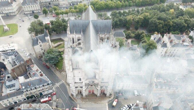 Полиция установила поджигателя собора в Нанте