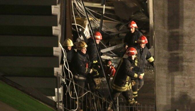 ТРИ ФОТО: Как рушилась крыша Maxima в Золитуде