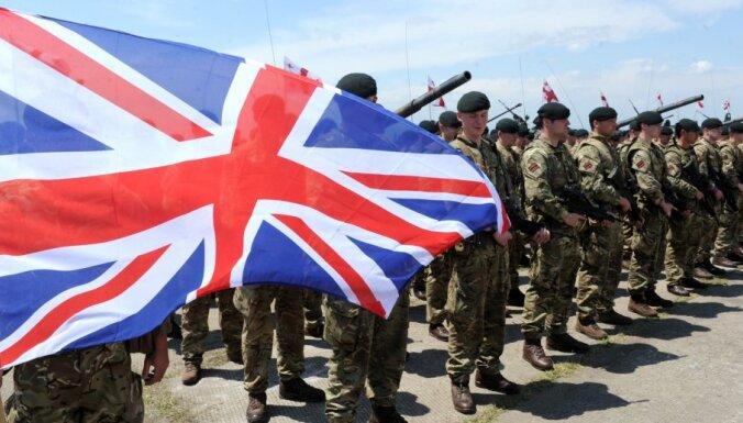 Lielbritānija samazinās karavīru skaitu, oficiāli apstiprina ministrs