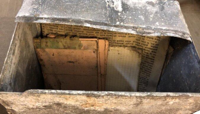 ФОТО: В подвале Нового Рижского театра нашли замурованную капсулу времени с посланием из XIX века