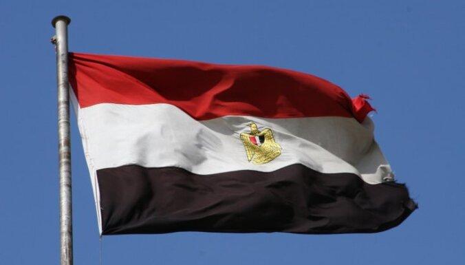 Par Iekšlietu ministrijas aizdedzināšanu Ēģiptē notiesāti 13 bijušie policisti