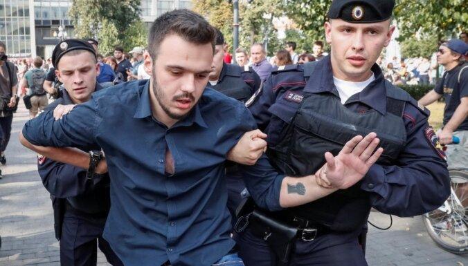 Число задержанных на протестах против пенсионной реформы в России превысило тысячу