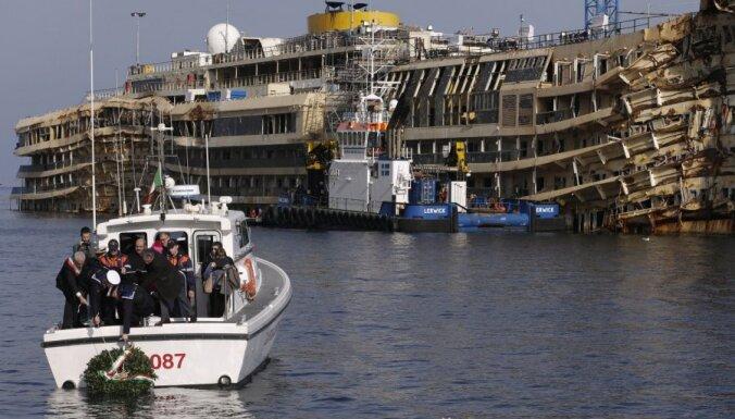 Около затонувшего лайнера Costa Concordia погиб водолаз