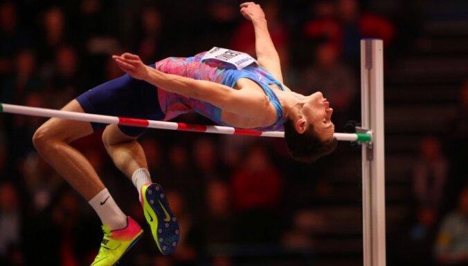 Krievu augstlēcējam Ļisenko atņem neitrālā sportista statusu