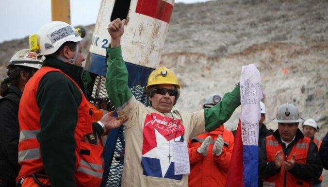 Čīlē izglābti visi raktuvē iesprostotie kalnrači