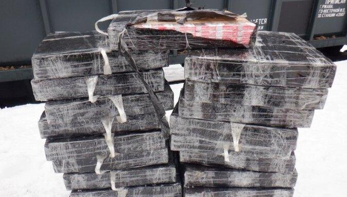 ФОТО. Контрабандисты спрятали товар в вагоне с кормовыми добавками