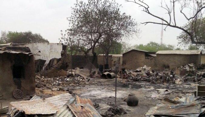 No 'Boko Haram' atkarotā pilsētā atrasts masu kaps ar 100 līķiem