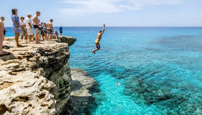 10 trakulīgas idejas, kur izmēģināt aizraujošas ūdens izklaides