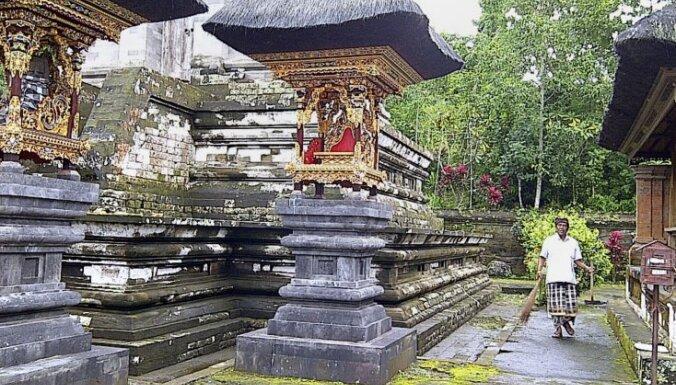 Pēc kāda igauņu pāra mīlas rotaļām Bali apsver iespēju izkārt tempļos zīmes 'no sex'