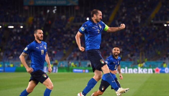 Италия после двух побед первой вышла в плей-офф, Уэльс одолел Турцию