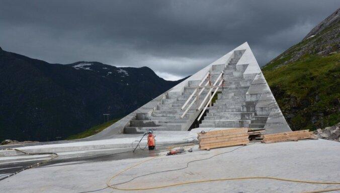 Norvēģijas kalnos drīz atklās neparastas formas futūristisku skatu laukumu